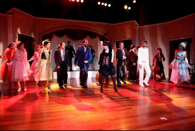 erkek-arkadas-tiyatro-oyunu